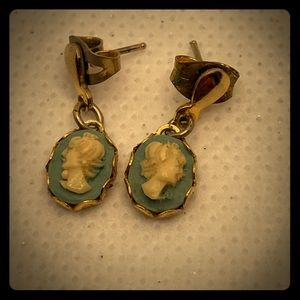 🎃 Carved Cameo earrings, posts